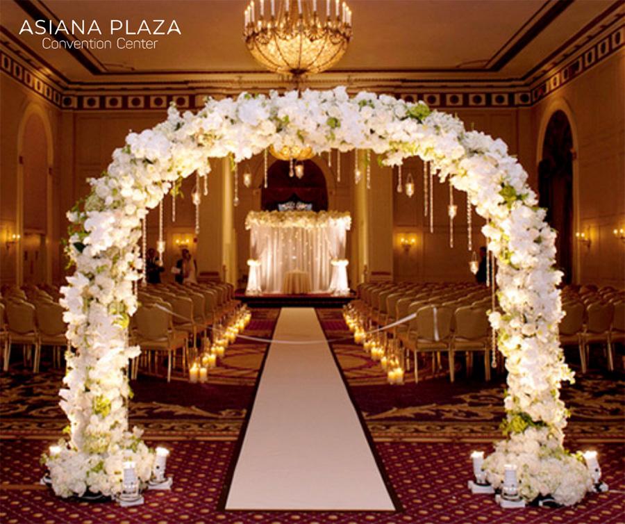 Trang trí tiệc cưới với cổng hoa đẹp