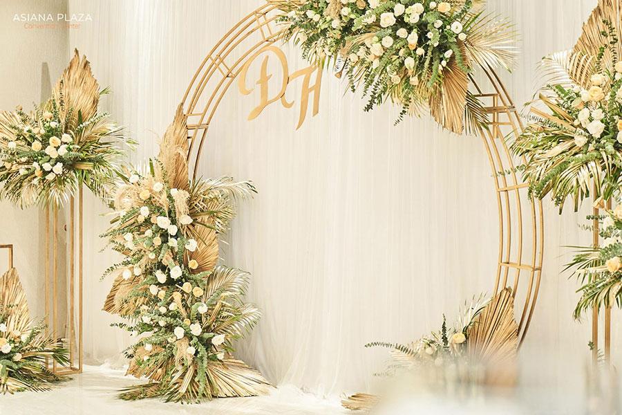 trang trí trong nhà hàng tiệc cưới