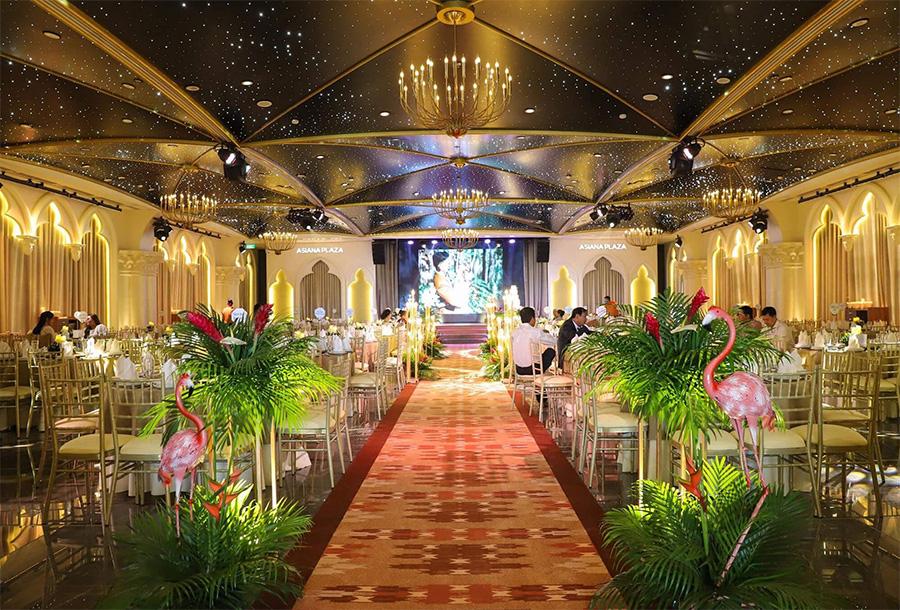 Lối lên sân khấu phong cách nhiệt đới