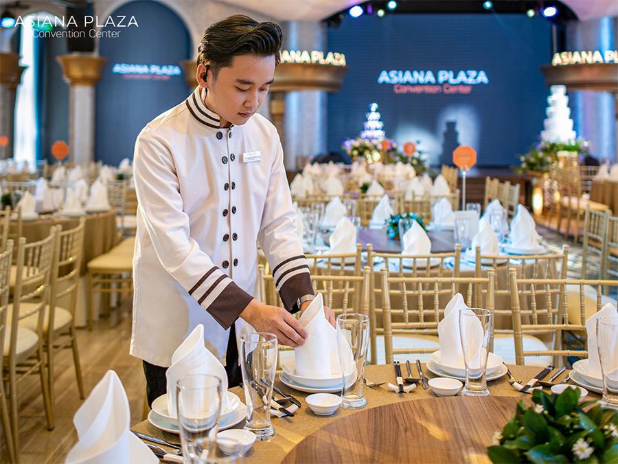 Phong cách phục vụ của nhân viên trong tiệc cưới là vô cùng quan trọng