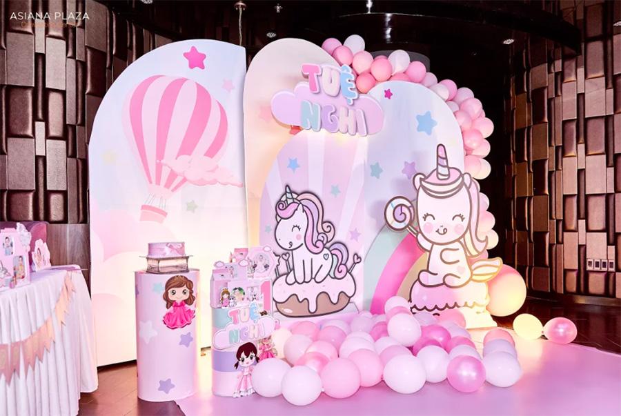 Trang trí backdrop 3D cho bé gái với tông hồng