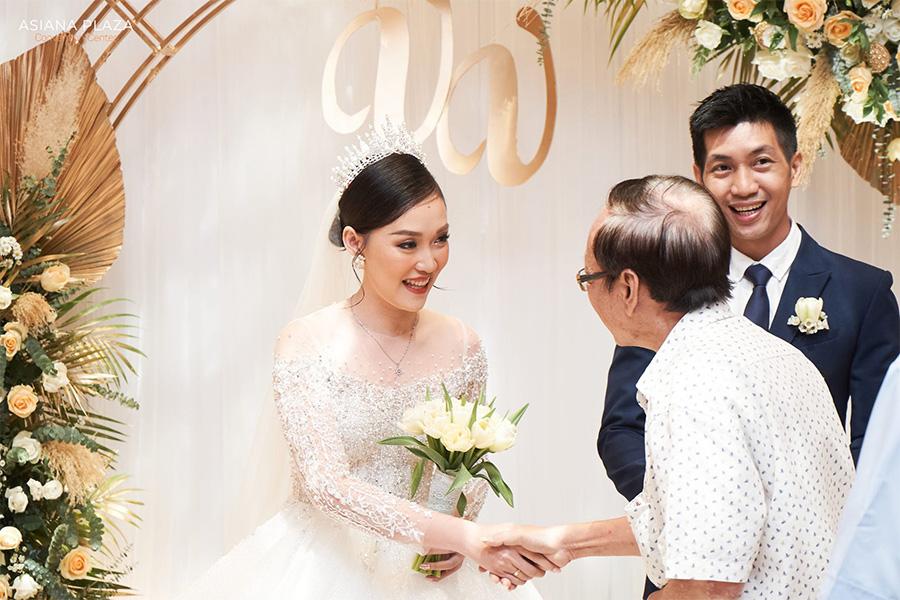 Cách mời đám cưới truyền thống được lòng những vị khách lớn tuổi