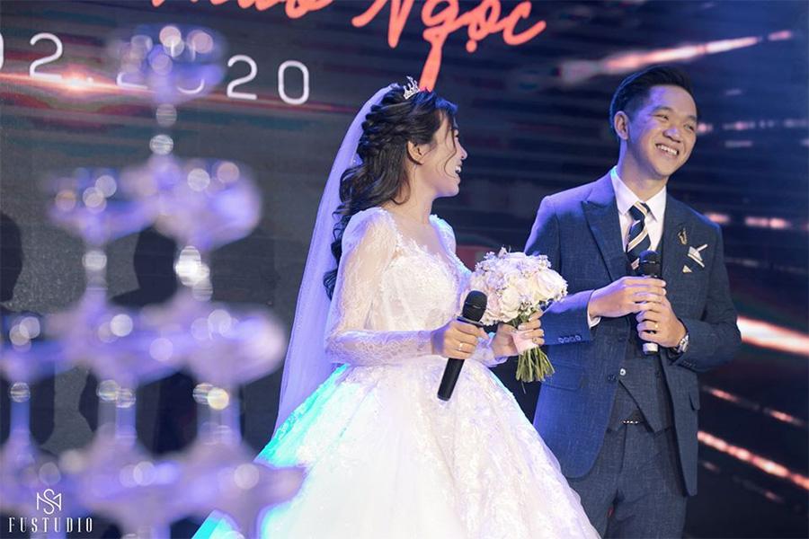 Cô dâu đích thân nói lời cảm tạ mẹ cha và lời cảm ơn đến quan khách
