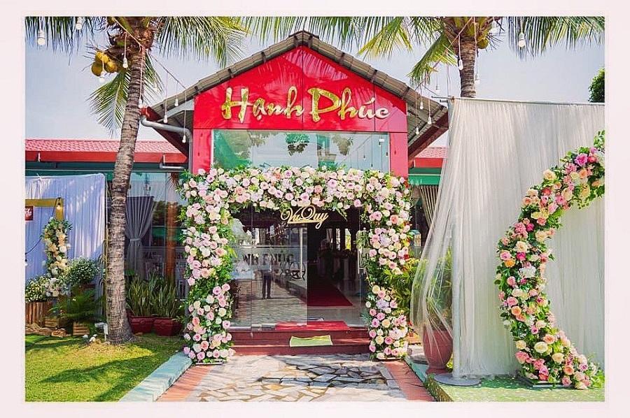 Nhà hàng tiệc cưới Hạnh Phúc