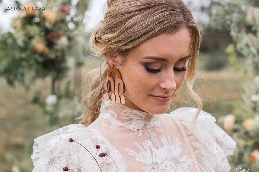 Trang điểm cô dâu với tone cam thời thượng