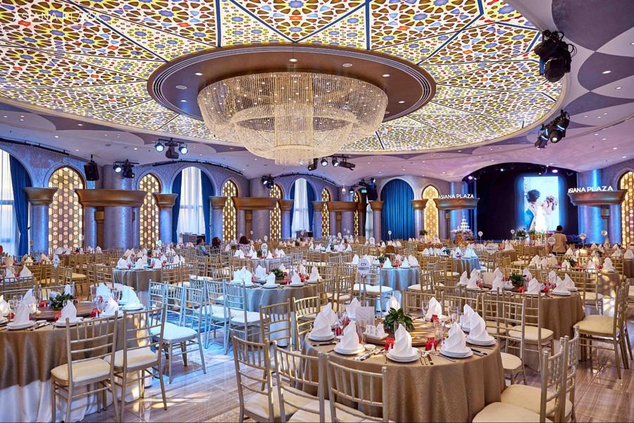 Không gian tiệc cưới đơn giản nhưng sang trọng giúp tiết kiệm chi phí trang trí