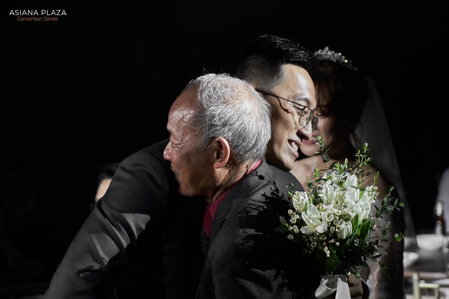 Lược bớt các lễ nghi cũng là cách nhiều cặp đôi lựa chọn để đám cưới đơn giản hơn